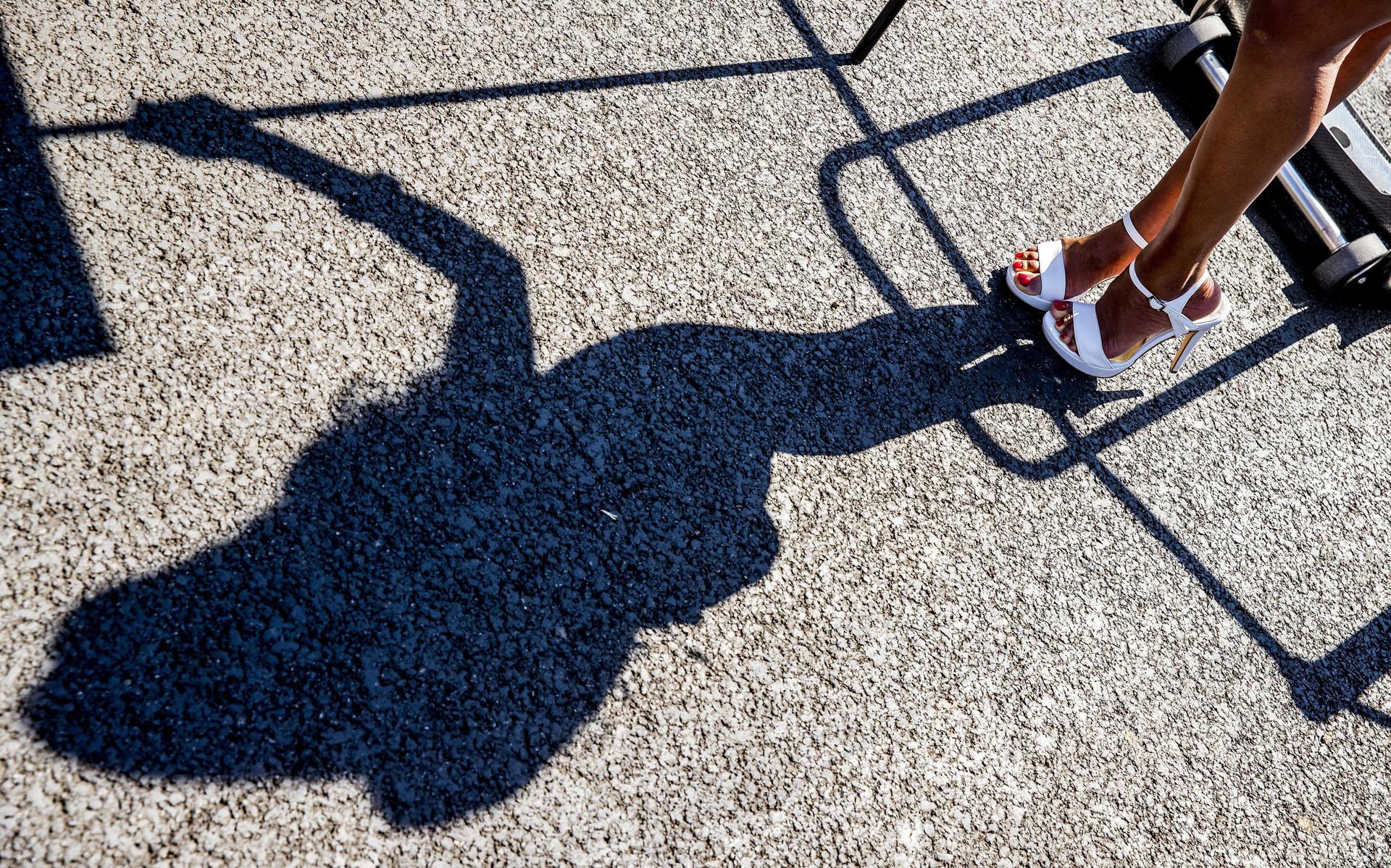 SUKI29. Monza (Italy), 03/09/2017.- Shadow of an Italian Grid girl prior to 2017 Formula One Grand Prix of Italy at the Formula One circuit in Monza, Italy, 03 September 2017. (Fórmula Uno, Italia) EFE/EPA/SRDJAN SUKI