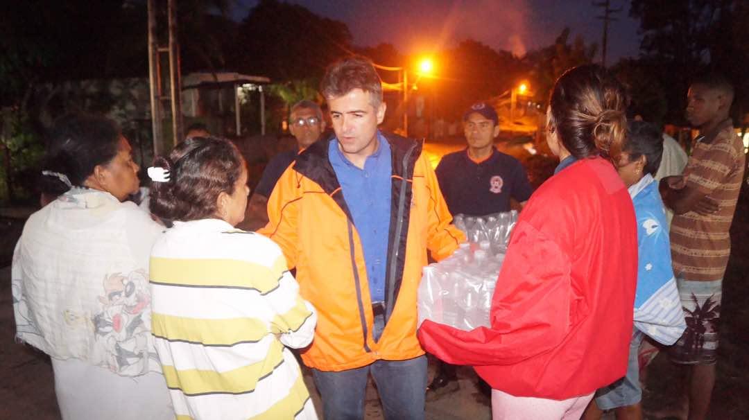"""Anunció que """"Mercados de Alejandro"""" donarán alimentos en los sectores anegados /Foto Prensa."""