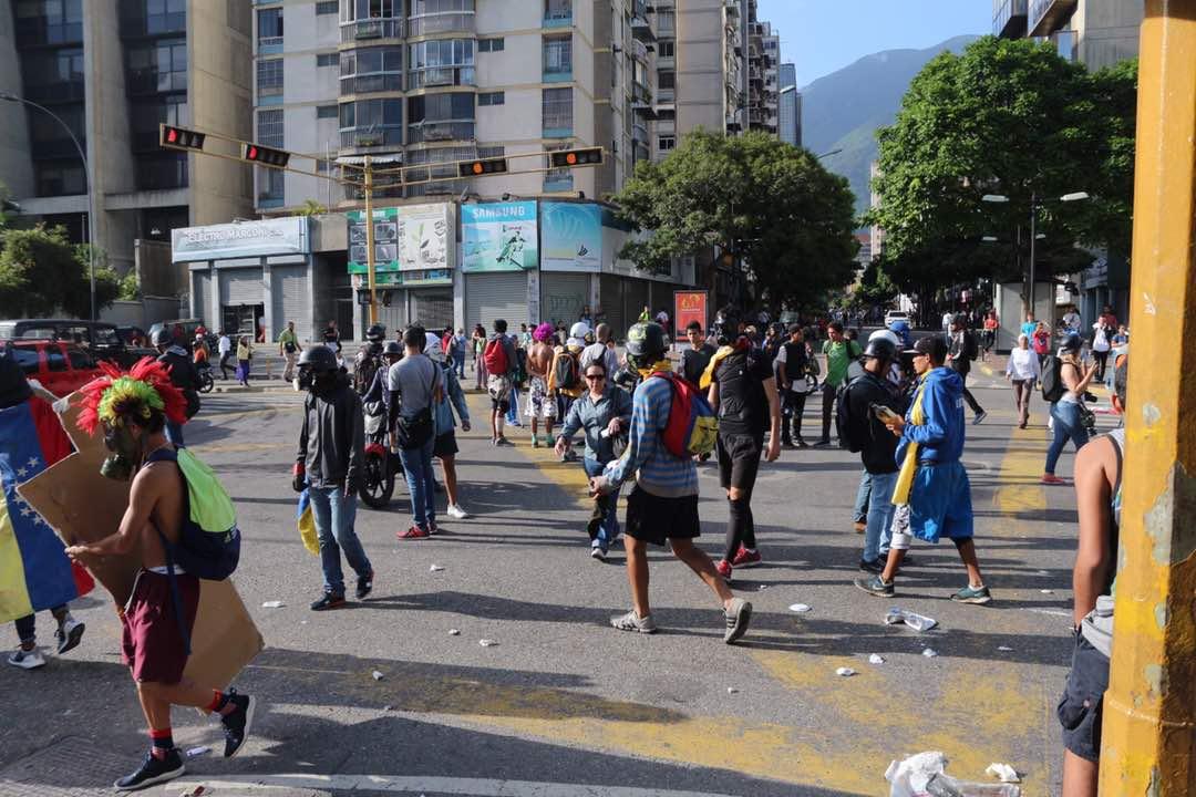 Jóvenes de la resistencia manifestaron en Chacao (Foto: Wil Jiménez / LaPatilla)