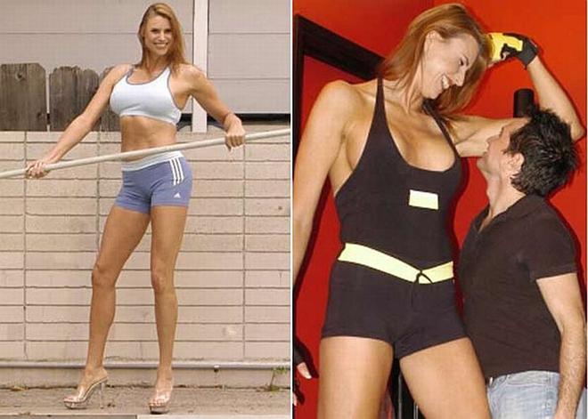 ¡Conoce a la modelo transgénero más alta del mundo! Erika Ervin, también conocida como Amazon Eve, también apareció en American Horror Story: Freak Show. Ella se quedó callada sobre ser transgénero por mucho tiempo porque las personas aún tienen dificultad en aceptarlo.