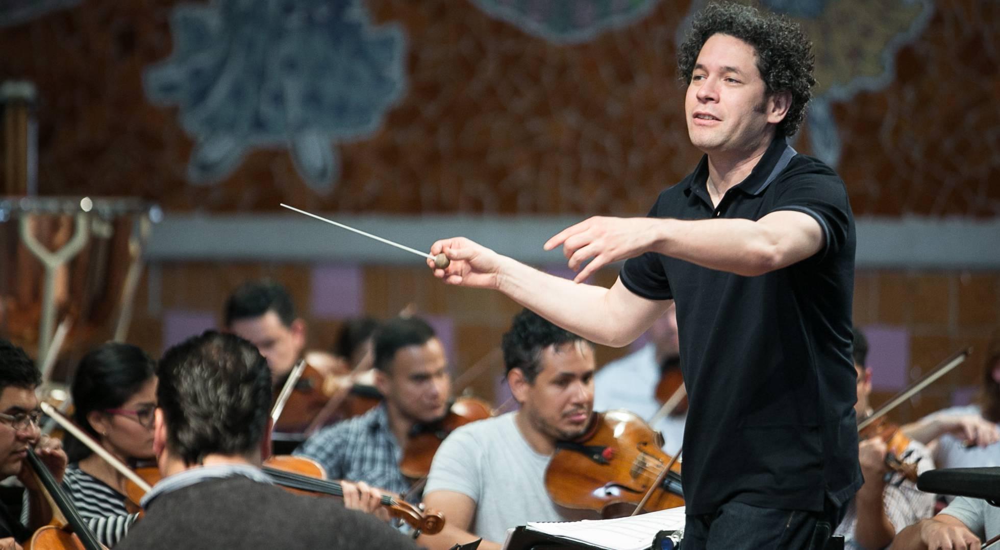 Ensayo del director Gustavo Dudamel con la Orquesta Sinfónica Simón Bolívar el pasado marzo en el Palau de la Música de Barcelona. ALBERT GARCÍA