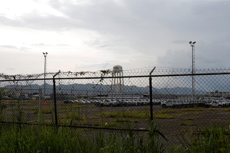 Se ven líneas de automóviles que permanecen estacionados en las instalaciones de Ford en Valencia, Venezuela, 15 de agosto de 2017. Foto tomada el 15 de agosto de 2017. REUTERS / Andres Martinez Casares