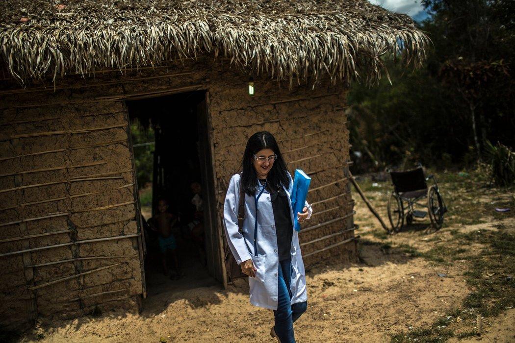 Maireilys Álvarez Rodríguez, una doctora cubana que trabaja en São Luís, Brasil, como parte de un programa para importar a miles de doctores de Cuba y otros países para brindar atención en áreas remotas y empobrecidas. Credit Dado Galdieri para The New York Times
