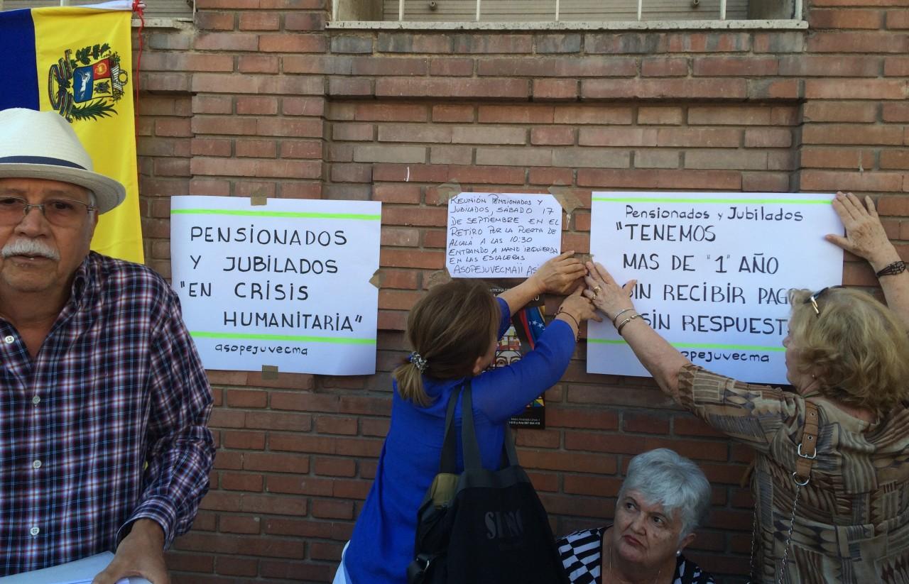 Los pensionados tienen ya dos años sin recibir el pago desde Venezuela (Foto archivo)