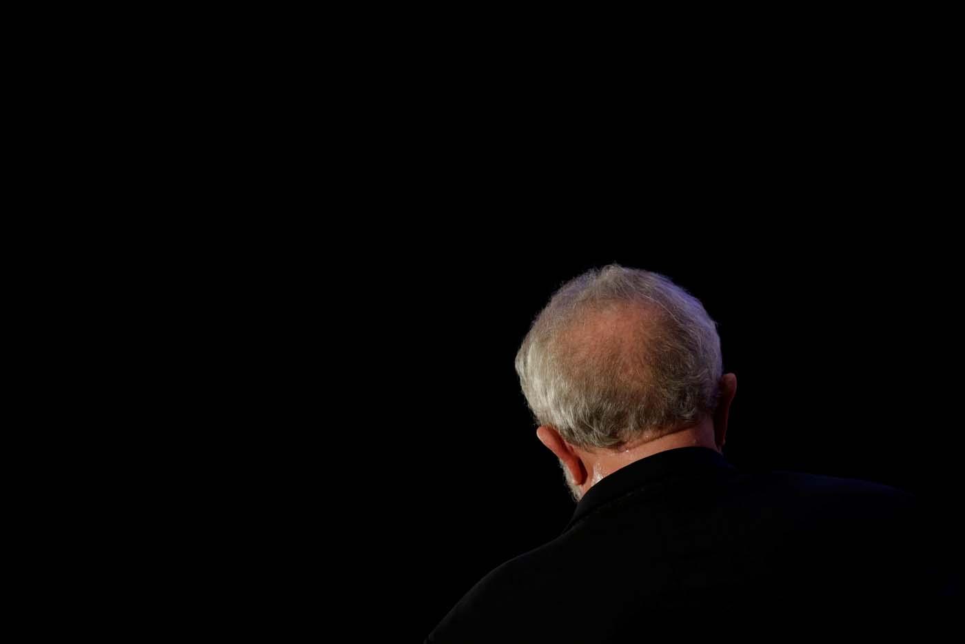 Former Brazil's President Luiz Inacio Lula da Silva gestures during a national congress of Communist Party of Brazil in Brasilia, Brazil, November 19, 2017. REUTERS/Ueslei Marcelino