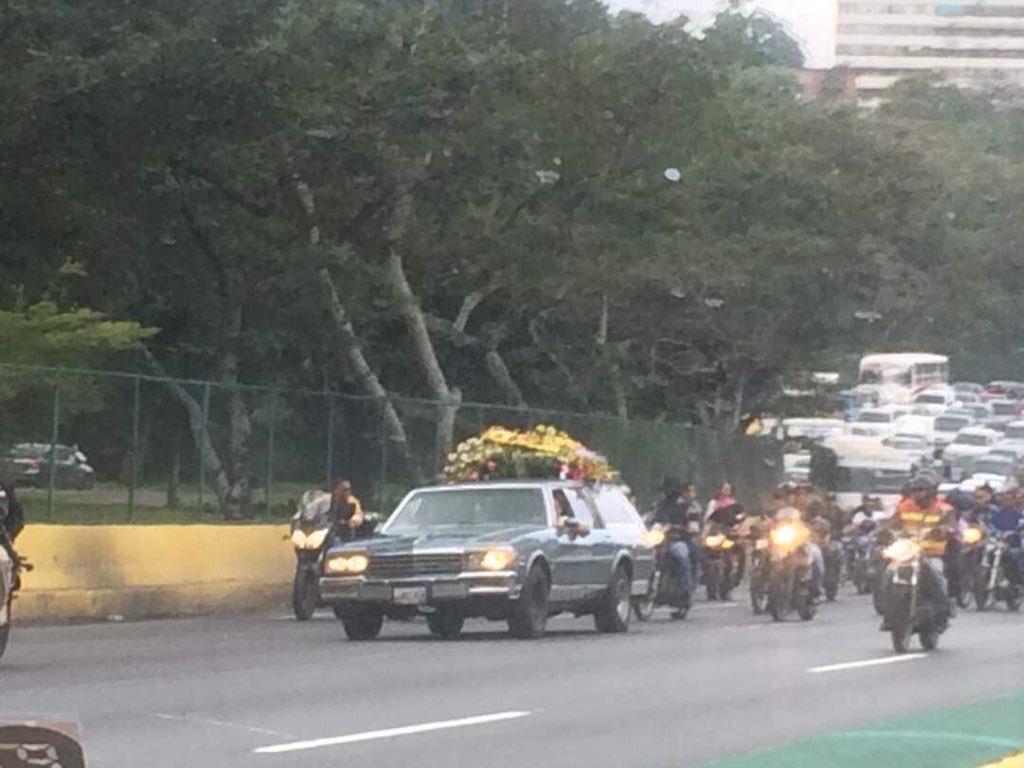 Panamá - Venezuela un estado fallido ? - Página 13 El-cortejo-f%C3%BAnebre-de-los-funcionarios-muertos-durante-operativo-contra-oscar-Perez