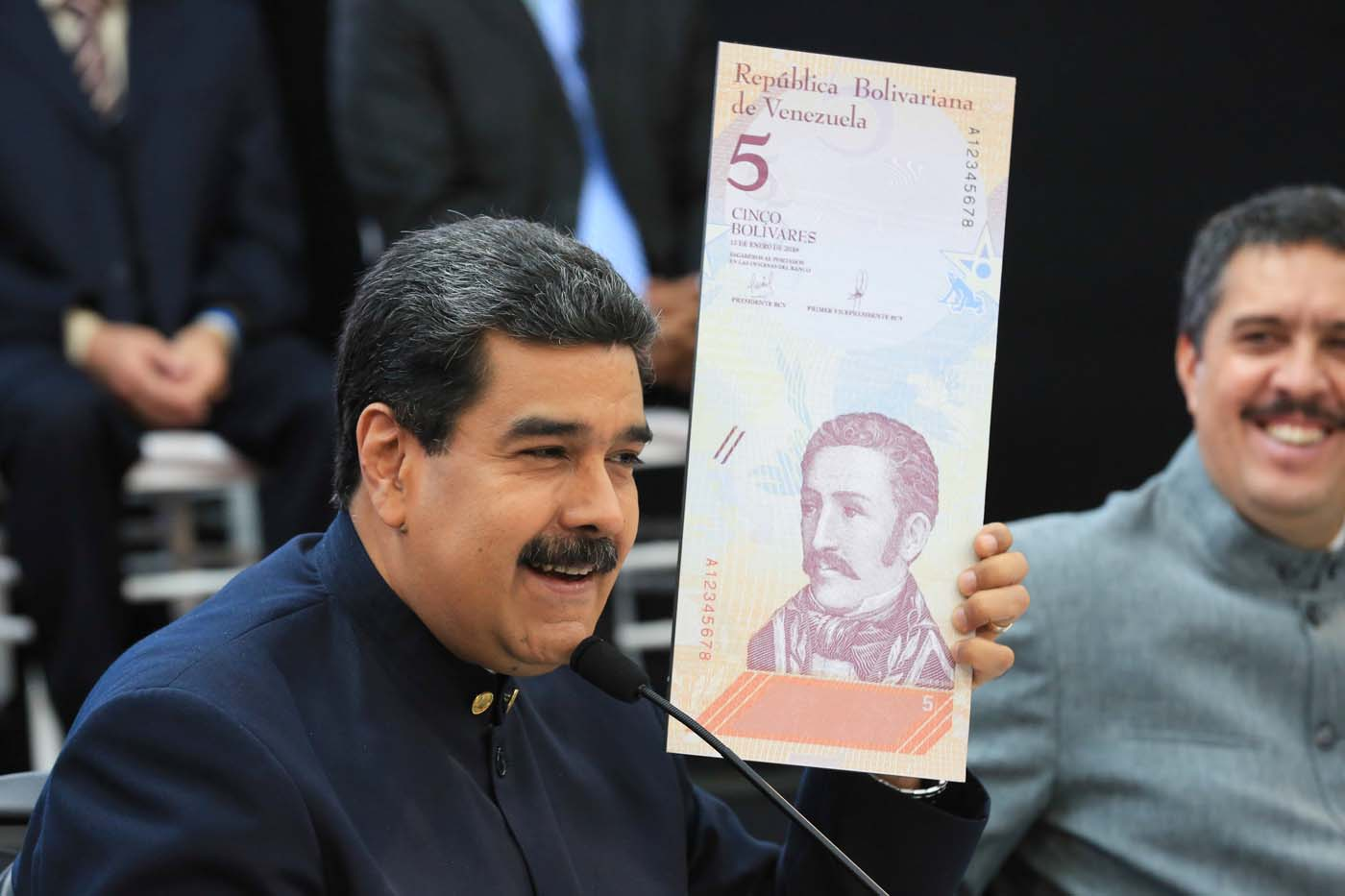 Venezuela's President Nicolas Maduro holds a specimen of the new five-bolivar banknote during a meeting with ministers responsible for the economic sector at Miraflores Palace in Caracas, Venezuela March 22, 2018. Miraflores Palace/Handout via REUTERS ATTENTION EDITORS - THIS PICTURE WAS PROVIDED BY A THIRD PARTY.