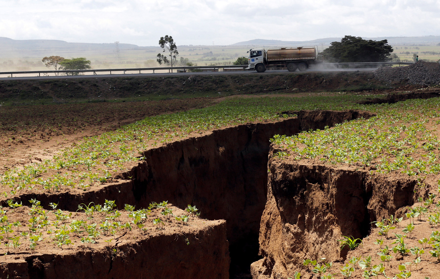A tanker drives near a chasm suspected to have been caused by a heavy downpour along an underground fault-line near the Rift Valley town of Mai-Mahiu, Kenya March 28, 2018. Picture taken March 28, 2018. REUTERS/Thomas Mukoya