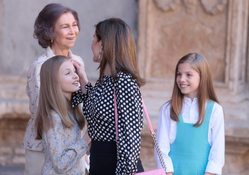 Members of the Spanish Royal Family Queens Letizia  and Queen Sofia with Infantas Leonor and Sofia pose for the media after attending an Easter Sunday mass at Palma de Mallorca's Cathedral on the Spanish island of Mallorca, Spain April 1, 2018. REUTERS/Enrique Calvo