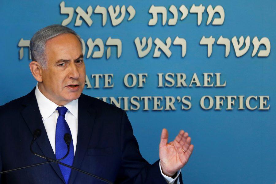 El primer ministro de Israel, Benjamin Netanyahu, en una rueda de prensa en su gabinete en Jerusalén, abr  2, 2018. REUTERS/Ronen Zvulun