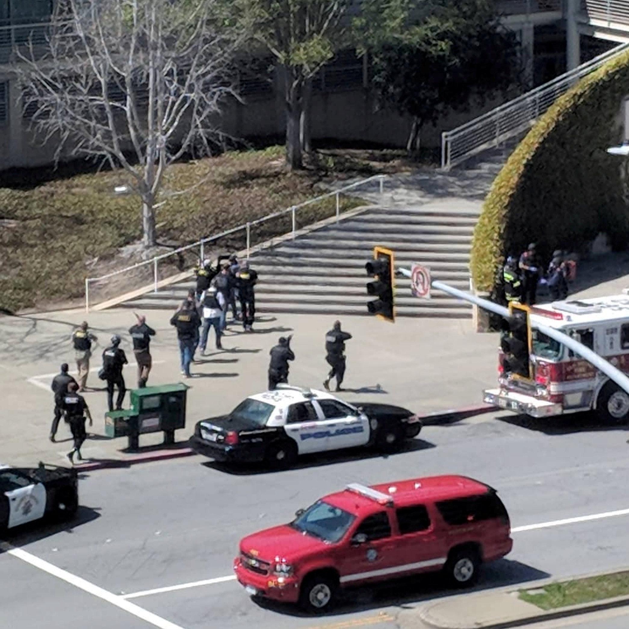 Imágenes de la sede de YouTube en San Bruno en California tras la alerta por un posible tiroteo en el lugar. Foto de redes sociales. 3 de abril de 2018. GRAEME MACDONALD/via REUTERS