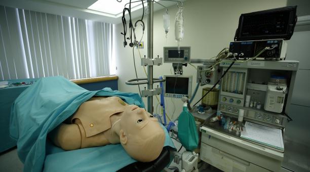 Los simuladores permiten aprender a tratar un accidente cerebrovascular o un ataque al corazón. Foto: EFE/Archivo