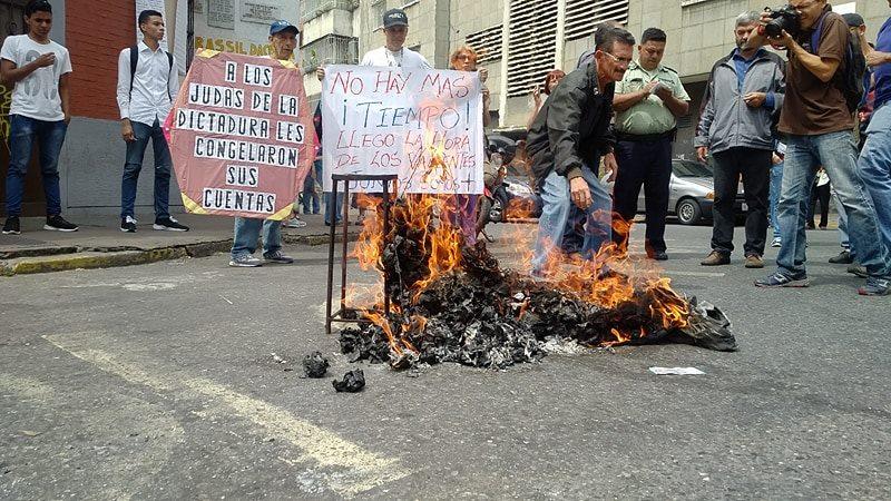 En Caracas quemaron al hambreador Judas Maduro Farías Reverol de Lucena (3)