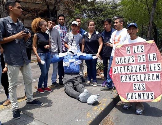 Como es tradición el domingo de Resurrección se quema a judas como símbolo de traición a Jesucristo, en esta ocasión la Juventud Venezolana en las inmediaciones de la Universidad Central de Venezuela en la Parroquia Universitaria