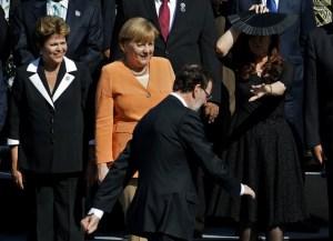 Rajoy y Cristina Fernández se saludan en Chile y tienen conversación cordial