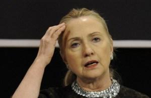 Hillary Clinton vuelve al trabajo después de una larga convalecencia