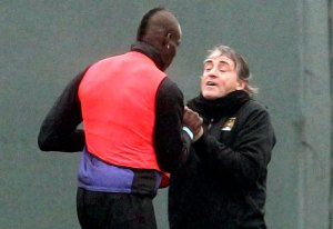 En Fotos: Balotelli y Mancini casi se caen a golpes