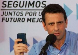 Capriles, Constitución en mano, habla sobre el 10E (Foto)