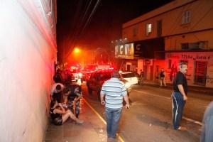 Artefacto pirotécnico, pánico y puertas cerradas en discoteca de Brasil
