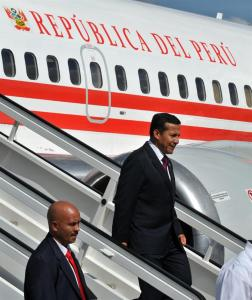 Ollanta Humala llega a Cuba para firmar acuerdos e informarse sobre Chávez  (FOTOS)