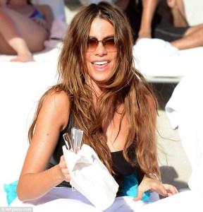 Sofía Vergara se relaja en las playas de Miami (Fotos)