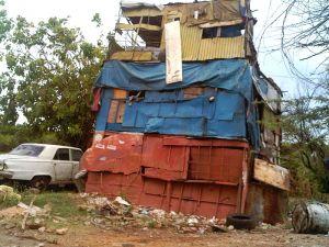 Conoce el rancho de tres pisos en Maracaibo (Fotos)