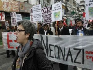 Hombre dispara a sede de partido oficial en Atenas