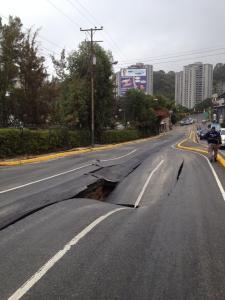 "Reportan impresionante ""megahueco"" en La Boyera (FOTOS)"