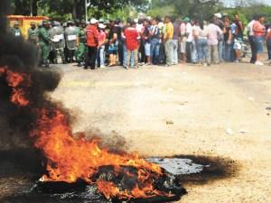 Paralizado El Manteco por choques con militares