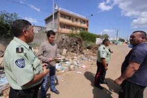 Por echar basura en la calle… ¡A la cárcel!