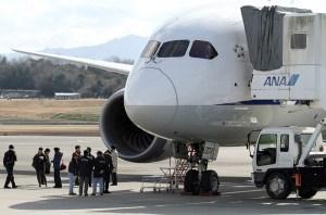 Boeing mantiene la producción del 787 pero suspende entregas