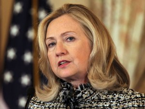 Clinton no se va hasta que hable de lo que pasó en Bengasi