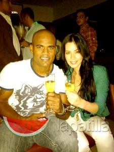 Así celebraron Kelvim Escobar y Diosa Canales la firma con los Cerveceros (Foto Exclusiva)
