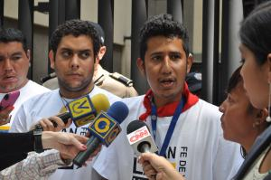 Estudiantes se mantienen encadenados frente a la OEA (FOTOS)