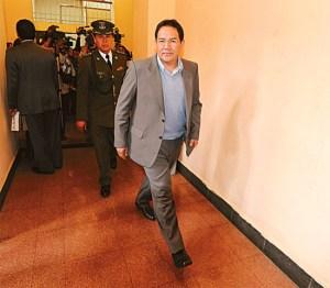 """Investigan a gobernador boliviano que está """"hasta el cuello"""" en un escándalo sexual"""