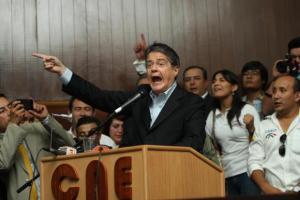 Candidato a la presidencia de Ecuador pide abandonar líneas de desarrollo con Venezuela