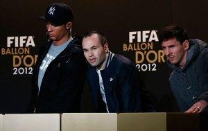 Iniesta cree que Messi se ganará más Balones de Oro