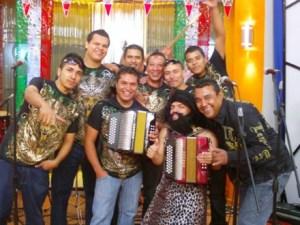 Policías registran fincas en busca de grupo musical desaparecido en México