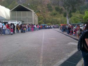 Así está la cola para subir al Teleférico del Ávila (Fotos)
