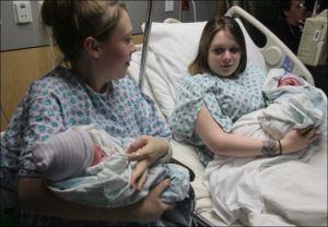 Son gemelas, dan a luz el mismo día y con 2 horas de diferencia