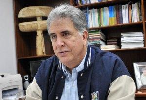 Aure: Diputados de la oposición deben exigir les dejen ver a Chávez
