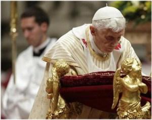 Benedicto XVI pide que se solucionen los conflictos, en particular el de Siria