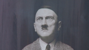 Estatua de Hitler causa polémica (Video)