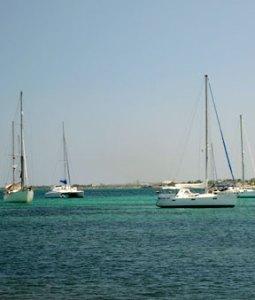 Velero norteamericano varado sin tripulantes frente a Boca de Uchire