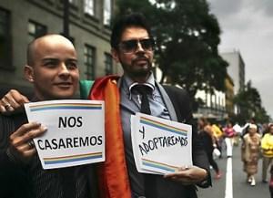 Parejas homosexuales en Italia tienen derecho a criar hijos, según la justicia