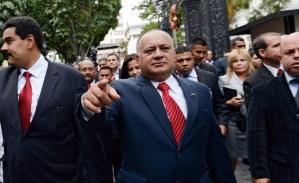 Cabello: Chávez tiene permiso hasta que esté curado… y si inventan algo el 10, el pueblo estará en la calle