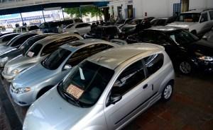 Evalúan regular precios de carros nuevos y usados