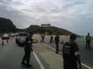 Activan canal de contraflujo en la autopista Caracas-La Guaira (Foto)