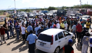 Pescadores trancaron la Falcón-Zulia por violación de acuerdos por parte de Pdvsa