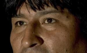 Evo Morales informa que Chávez recibe fisioterapia